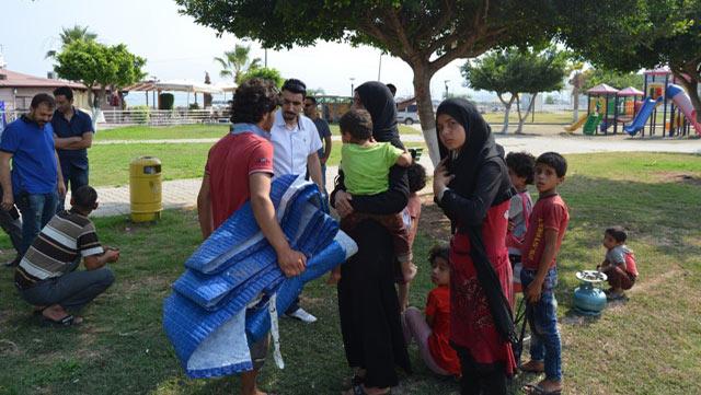 Şehrin merkezinde çadır kuran Suriyeliler kamplara gönderildi