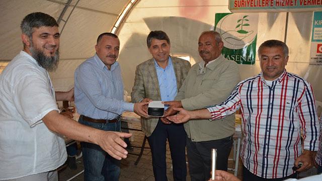 Tuzla Belediyesi Kırıkhan'daki 73 Muhtara kol saati hediye etti