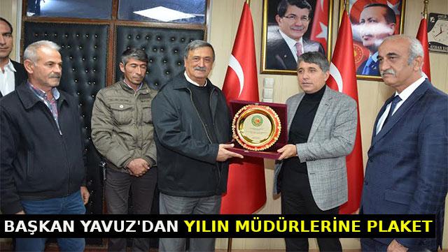 Başkan Yavuz'dan yılın müdürlerine plaket