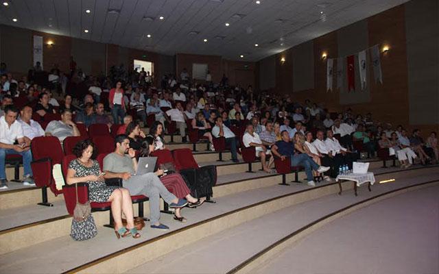 """Samandağ'da """"Diktatörlüğe doğru, demokrasi cephesinin önemi ve güncelliği"""" konulu panel gerçekleşti"""