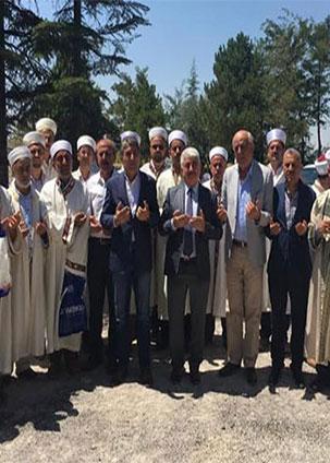 Başkan Yavuz Demokrasi Şehidimiz Astsubay Ömer Halisdemir'i mezarı başında ziyaret etti