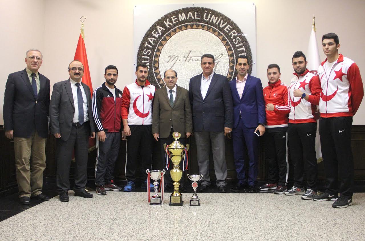 MKÜ Boks ve Satranç Takımları kupalarla döndü