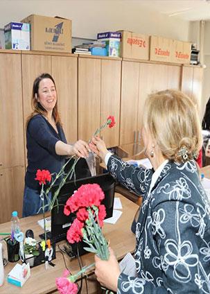 HBB Dünya Kadınlar Günü'nü sunduğu Karafillerle kutladı