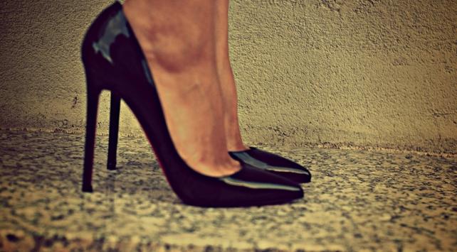 'Topuklu ayakkabılar anatomimize uygun değil'