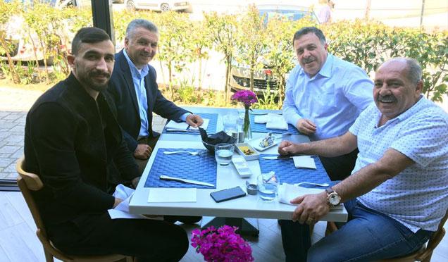 Fenerbahçeli yıldız Mehmet Topal sezon sonu Kırıkhan'a ziyaret gerçekleştirecek