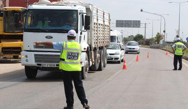 Hatay'da trafik denetimleri; 56 sürücünün ehliyetine el konuldu