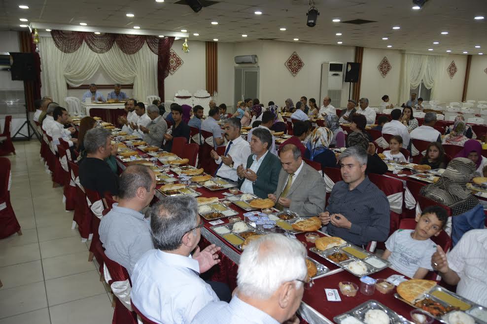 Şehit Ailelerinden Kırıkhan'ı yönetenlere İftar yemeği