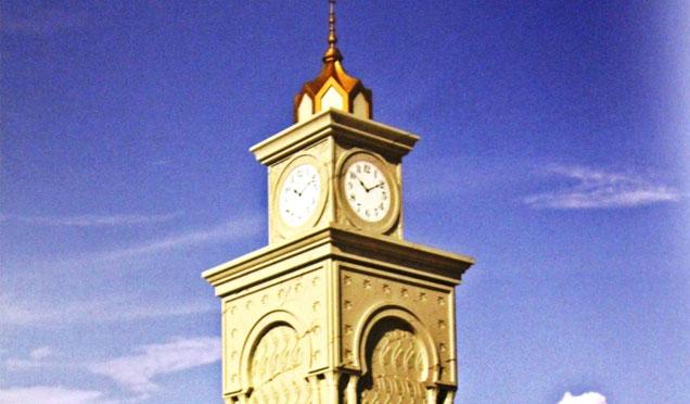 Cumhuriyet Meydanına Selçuklu Mimarisine uygun saat kulesi