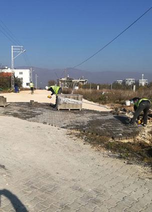 Defne belediyesi parke döşeme çalışmaları devam ediyor