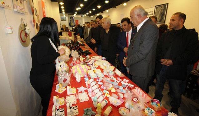Kursiyerler el sanatları sergisi açtı