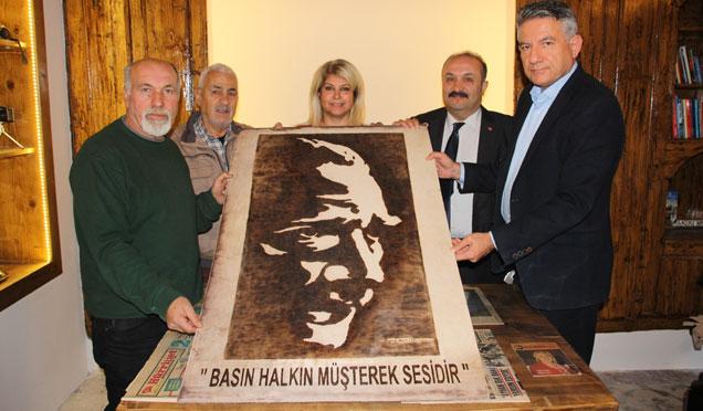 HGC'ye Atatürk tablosu hediye edildi