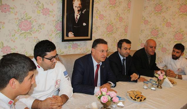 Başkan Savaş İskenderun'da basın mensuplarıyla bir araya geldi