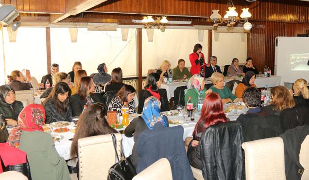 MHP Kadın Kolları yıl sonu yemeğinde bir araya geldi