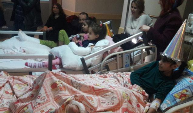 Hastane Çocuk Pediatri bölümünde erken yılbaşı sürprizi