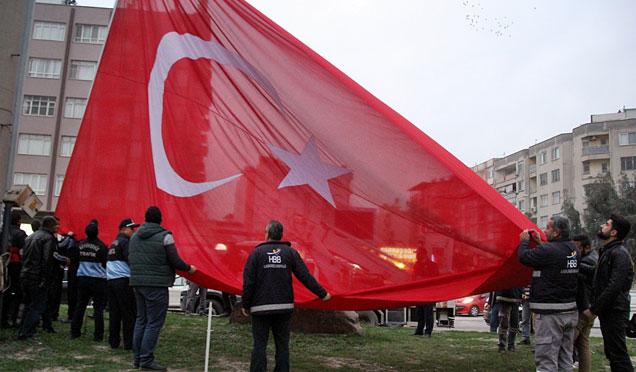 PAC meydanı'ndaki Türk Bayrağı ve İsmet İnönü heykeli törenle kaldırıldı