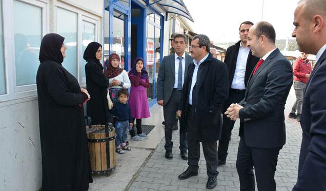 Dışişleri Bakan Yardımcısı Ahmet Yıldız Suriyeli sığınmacıları ziyaret etti