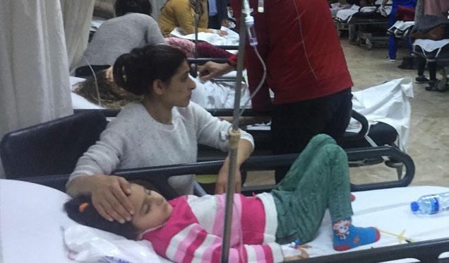 Çok sayıda öğrenci zehirlenerek hastaneye kaldırıldı