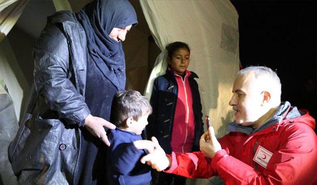 Kızılay Genel Başkanı Kınık İdlip yakınlarında bulunan kampları ziyaret etti