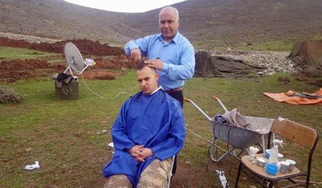 Hassalı Berber sınırda askerler için görevde