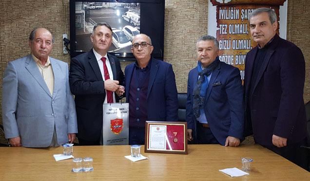 Sait Diktaş'a TSKGV tarafından madalya ve teşekkür belgesi