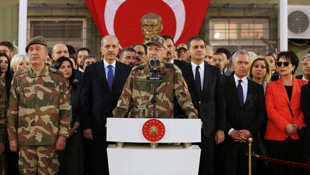 Cumhurbaşkanı Erdoğan askerlerle ve sanatçılarla Hatay'da buluştu