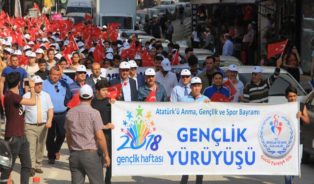 """Gençlik haftası kapsamında Samandağ'da """"Gençlik Yürüyüşü"""" yapıldı"""
