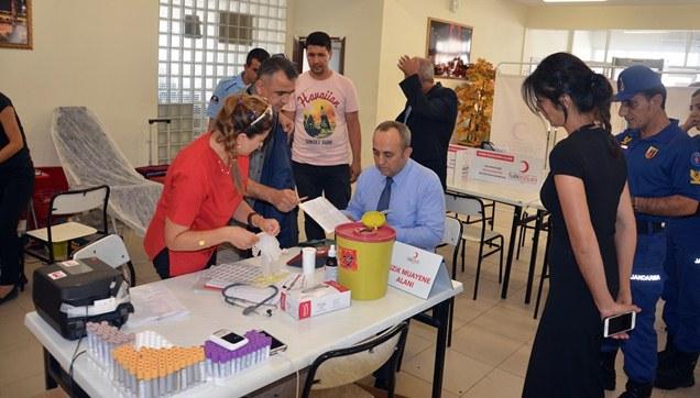 Cezaevi personeli kan bağışında bulundu