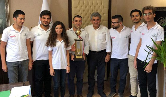 Şampiyon olan Satranç Takımından Belediye Başkanı Yaman'a ziyaret