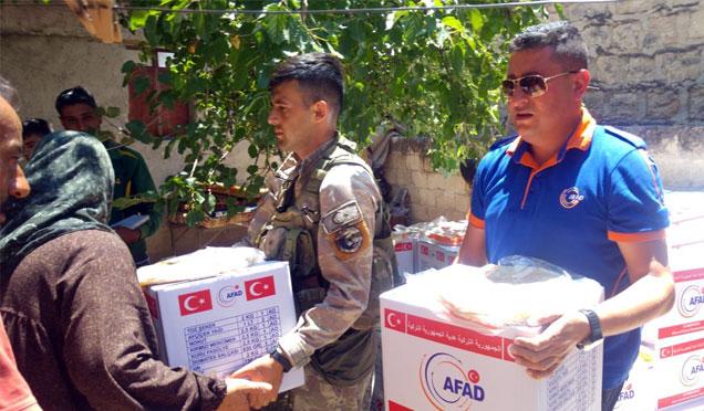 Afrin'e insani yardımlar sürüyor