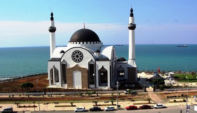 Dünya'da sadece 1 örneği olan cami ibadete açıldı