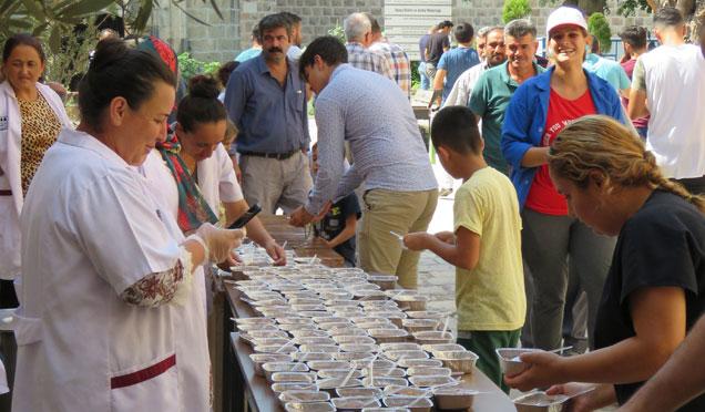 Payas'da vatandaşlara aşure ikramı