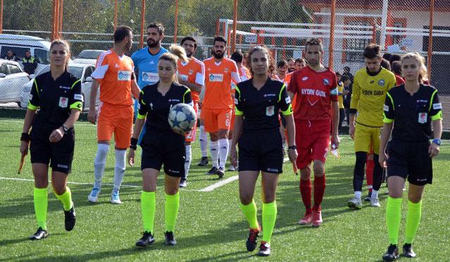 Karaağaçspor-Hisarspor karşılaşmasını 4 bayan hakem yönetti
