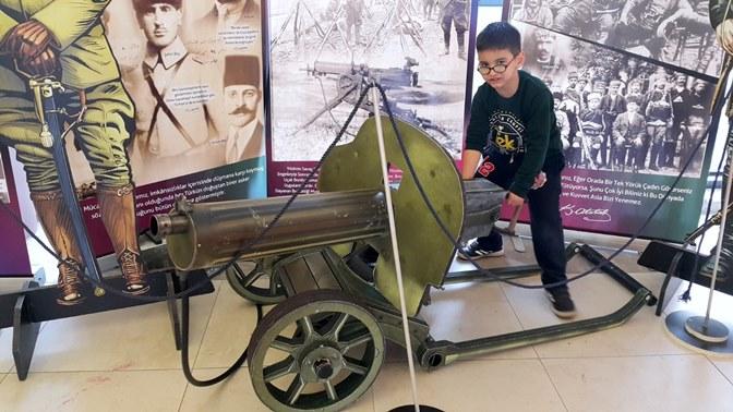 Öğrenciler açılan sergide Çanakkale ruhunu yaşadı