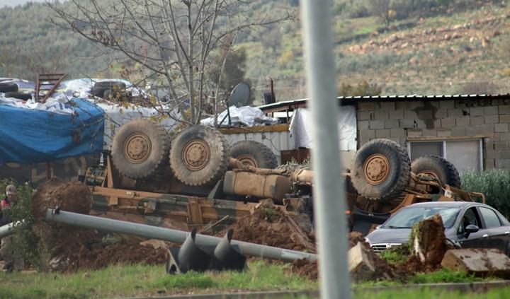 Askeri araç devrildi; 1 Asker hafif şekilde yaralandı