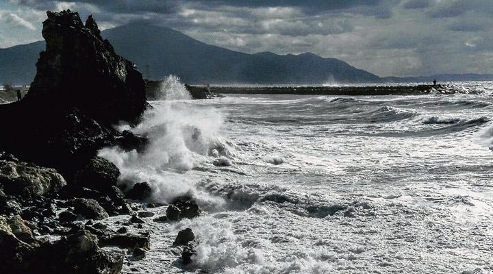 Samandağ'da kuvvetli rüzgâr ve fırtınaya dikkat!