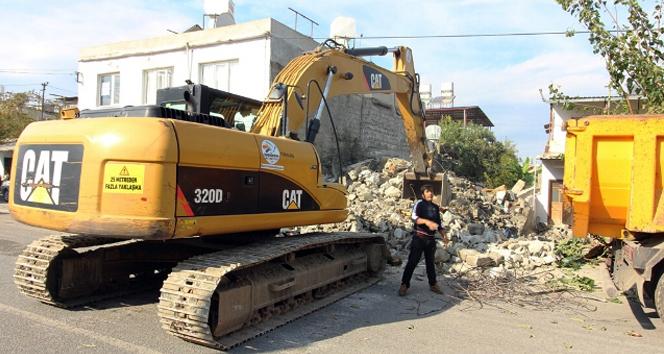 Vatandaşlar istedi, belediye yıktı
