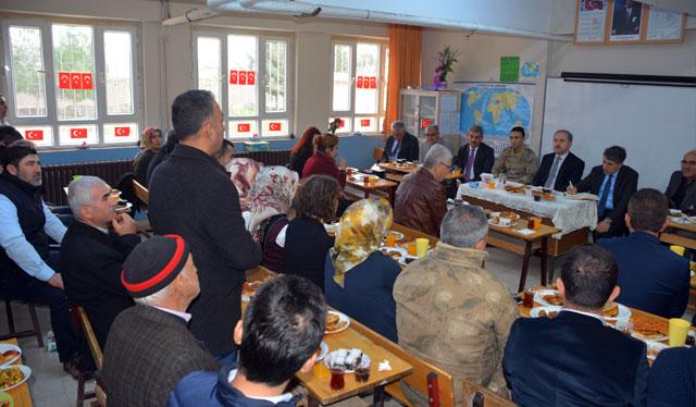 Kırıkhan'da halkla buluşma toplantısı