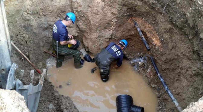 Kırıkhan'da çöken kanalizasyon hattı yenilendi