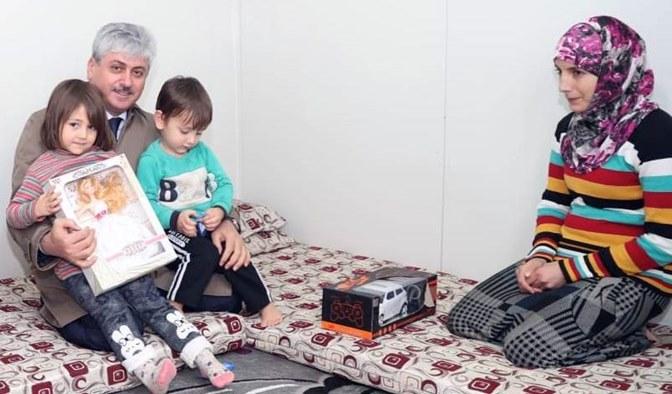 Vali Doğan Çadır kampta kalan Suriyelileri ziyaret etti