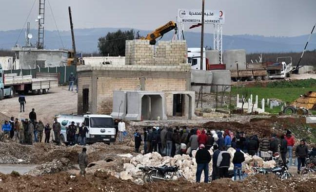 Afrin'de taşan dereler köprü ve yolları yıktı