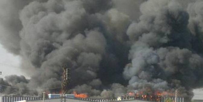 Filtre fabrikasında çıkan yangında 12 işçi dumandan etkilendi