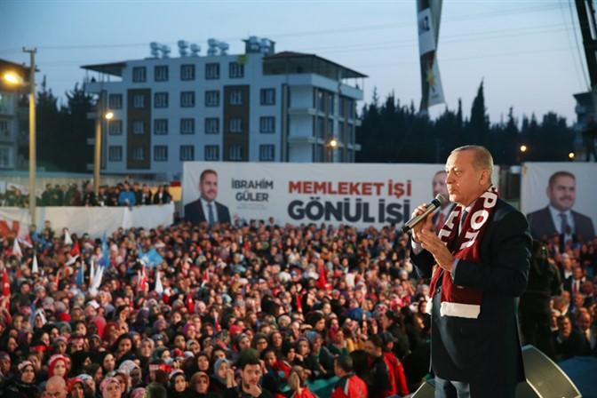 """""""Fildişi kuleler ve sırça köşkler içinde değil, halkın arasında siyaset yapıyoruz"""""""