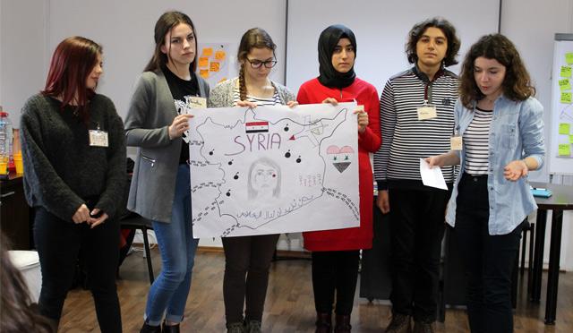 İsknederunlu öğretmen ve öğrenciler Suriye Sorununu Romanya'da Tartıştılar