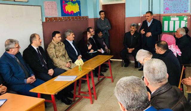 Kaymakam Karamehmetoğlu Yalangoz'da halkla buluştu