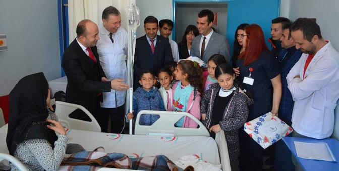 Kaymakam Uygur'dan hasta çocuklara ziyaret