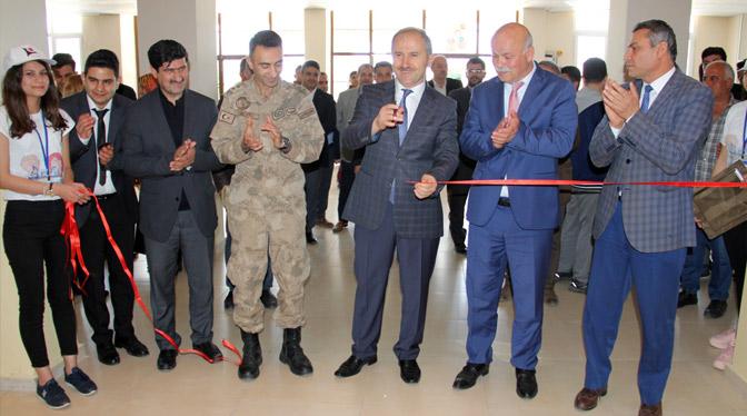 Kırıkhan'da TUBİTAK 4006 Bilim Fuarı açıldı