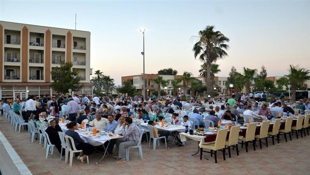Kumlu'da 750 kişilik iftar programı düzenlendi