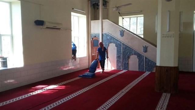 Kırıkhan Belediyesi Cami temizliğine devam ediyor