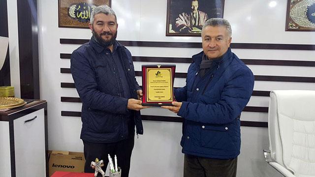İnsanı İnşa Derneği'nden yılın son ödülü Rahmi Vardı'ya