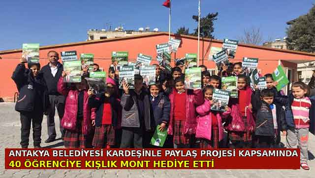 Antakya Belediyesi 40 öğrenciye kışlık mont hediye etti